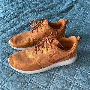 Nike Roshe Run 8.5 metallic copper